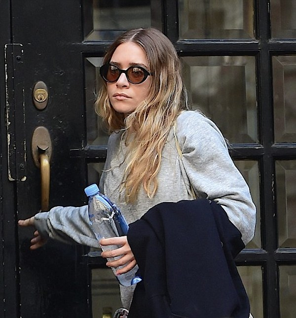 Olsens-Anonymous-Blog-Style-Fashion-Get-The-Look-Ashley-Olsen-Workout-Style-Inspiration-Slouchy-Layers-Nike-Sneakers-Round-Sunglasses-Grey-Sweater