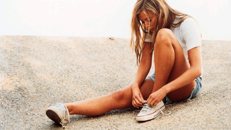 holly-valance-wearing-converse