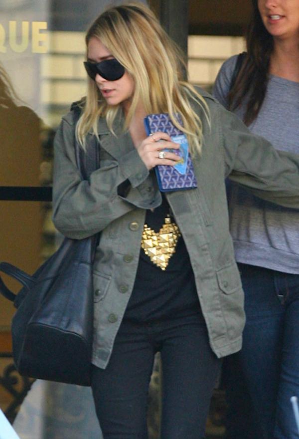 Olsens-Anonymous-Blog-Stye-Fashion-Ashley-Olsen-Twins-4-Ways-To-Wear-Green-Jacket-Fall-Inspiration-Utility