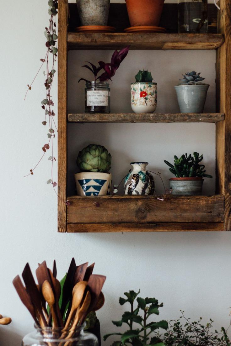 Handmade-pallet-shelf-1.jpg